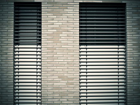 Pros and Cons of Every Material Used to Make Window Blinds